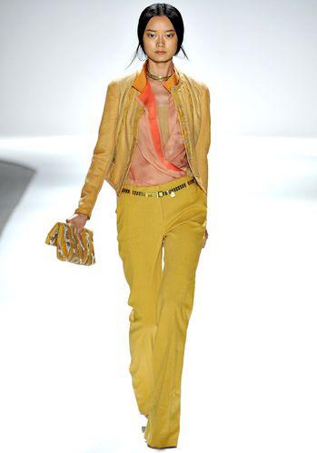 Pantalon-moutarde-extra-long-Elie-Tahari.jpg