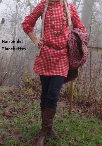 robe rougecarreauxblancs portée déc2012 (2)