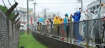 HUMAN-CHAIN-US-BASE-JAPAN