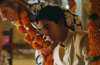 Indian-Palace---Penelope-Wilton-et-Dev-Patel.jpg