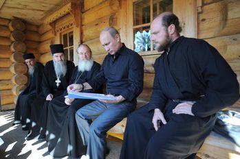 Vladimir-Poutine--Journee-spirituelle-au-monastere-Valaam.jpg