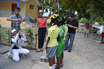 20131127-pictures-madonna-visits-ile-a-vache-haiti-14.jpg