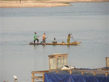 Brazza-port-yoro-pirogue