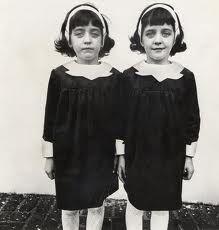 Jumelles identiques, Roselle, N.J. 1967 © 1963-1972 The Es