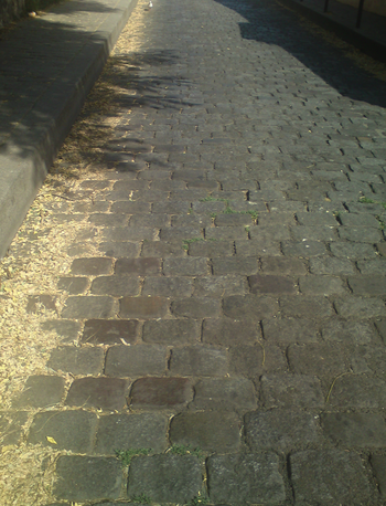 Paves-rue-Norvins.png