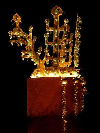 Korea-Silla_kingdom-Gold_crown_from_Geumgwanchong-No.191-01.jpg