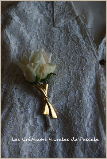 Broche rose ivoire florence