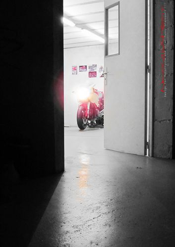 ducati monster cafe racer in workshop construction-copie-1