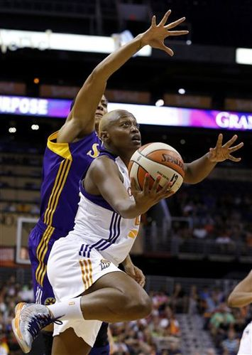 http://img.over-blog.com/355x500/0/12/26/16/WNBA/Charde-HOUSTON--Phoenix-_D.-FRANKLIN.jpg