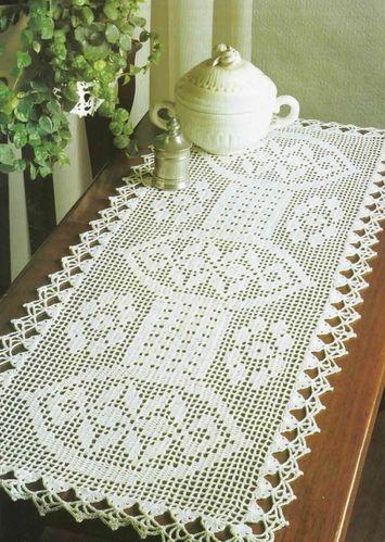 chemin de table aux jolis motifs.