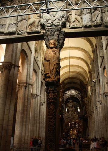 apostol-santiago-recibe-a-los-peregrinos.jpg
