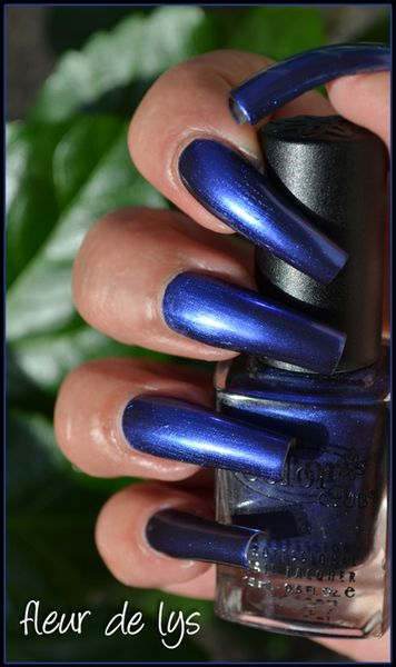 Vernis ongles bleu (COLOR CLUB)