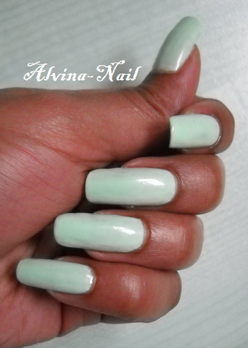LM-Cosmetic---Macaron-Pistache-4--Alvina-Nail.png