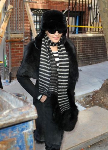 11-02-10-madonna-in-new-york-0210-021.jpg