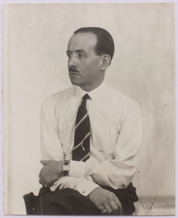Jean-Charles-Worth-1930s-par-Man-Ray.png