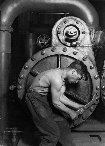 Power_house_mechanic_working_on_steam_pump-1920.jpg