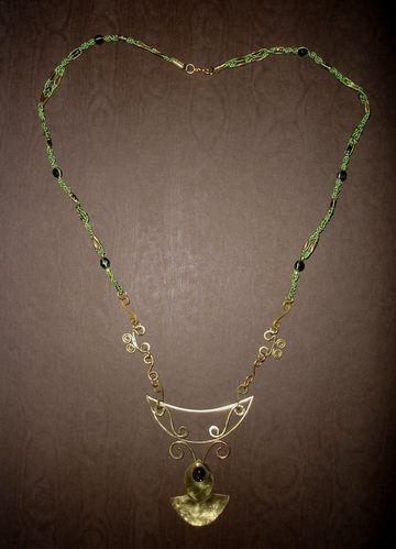 Collier-medieval-elfique-ambre-vert.JPG