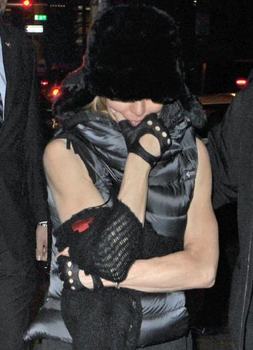 20111113-pictures-madonna-kabbalah-centre-new-york-04