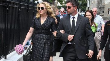 20130723-news-madonna-david-collins-funeral-monkst-copie-2
