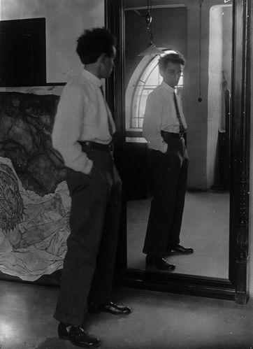 Portrait_egon-Schiele_1915.jpg