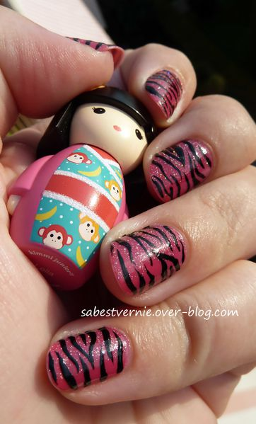 Nail-art-zebre-rose-2.jpg