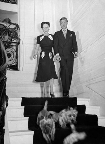 duke and duchess of windsor paris with terriers 1939