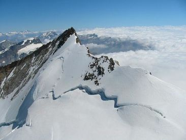 http://img.over-blog.com/366x275/0/08/49/95/alpinisme/6-Nordend--travers-e-des-Monts-Roses-photo-Guillaume-Ledoux-Apoutsiak.jpg