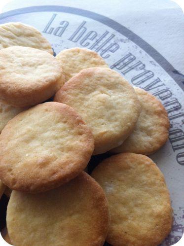 Biscuits-a-la-fleur-d-oranger.jpg