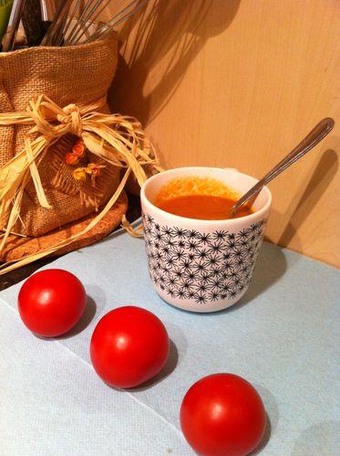 recette facile de la soupe la tomate aux carottes et au chorizo le blog de l 39 avis ou la. Black Bedroom Furniture Sets. Home Design Ideas