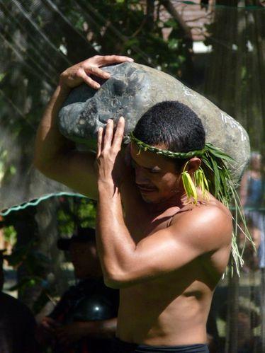 2010-07-14 Jeux traditionnels Lever de pierre (15)