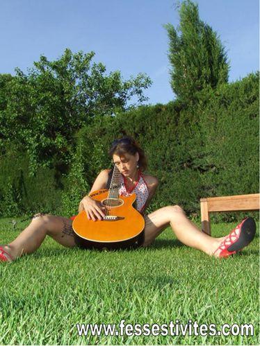 21 juin fête de la musique photo fille guitare