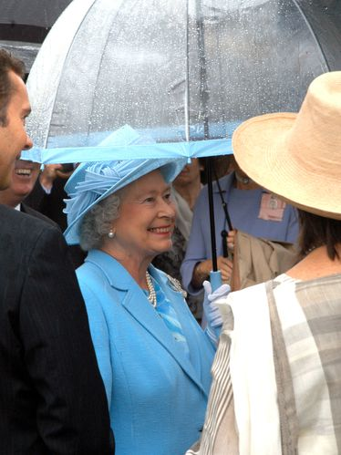 Queen-smiles-in-rain.jpg