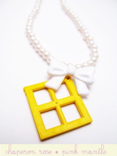 bijou-jouet-collier-fenetre-a-noeud-copie-1.jpg