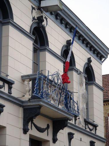 drapeau en berne mairie Beuvry 62