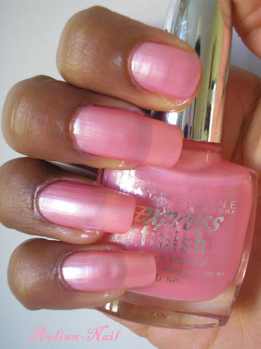 Maybelline-expresse---Sucre-rose-Alvina-Nail.png
