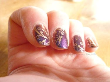 nail-art-duochrome-stamping-dore-baroque7