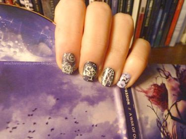nail-art-stream-of-passion-purple-war-own6