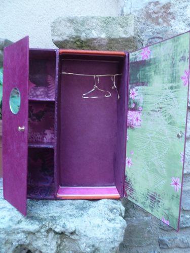 objets en carton petit cartonnage armoire barbie boite range vernis coffret naissance. Black Bedroom Furniture Sets. Home Design Ideas