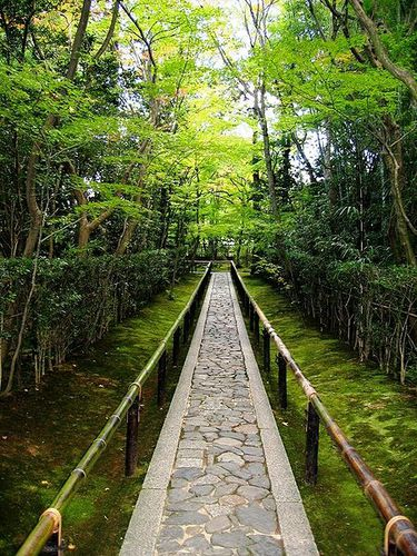 450px-Koto-in_Zen_Temple_Kyoto_-_entrance_walkway.jpg