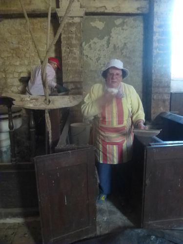 Mesnil sous Vienne 296, Eglise, Gladys au travail