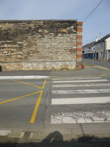 Mur-Caserne-Verneau-Angers, Coin Rue des Artilleurs 1