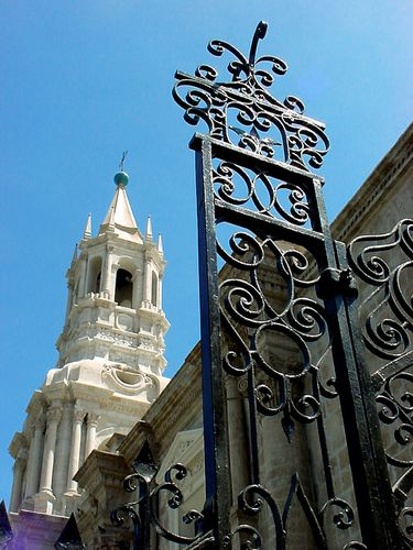 0271-AREQUPA-Clocher-et-grille.jpg
