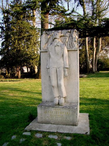 9975-Monument-deportes-CHATEAUNEUF.jpg