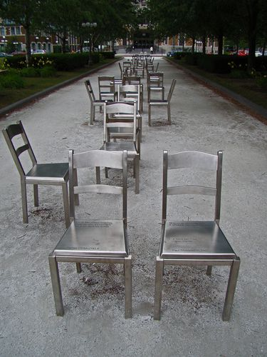 3704-MONTREAL-Les-Chaises.jpg