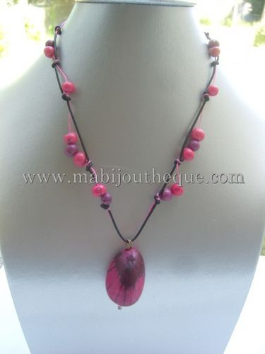 collier-tagua-rose-fuschia-zebre