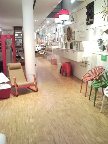 vitra un concept store tr s design 9 retail distribution by frank rosenthal. Black Bedroom Furniture Sets. Home Design Ideas