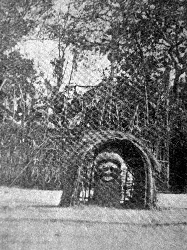 Fetiche à entrada de aldeia Zombo