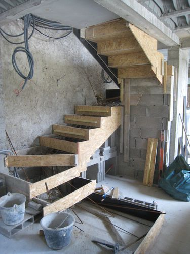Transformation renovation d 39 une grange en loft for Coffrage escalier beton exterieur