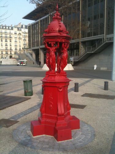 fontaine-walace-rouge