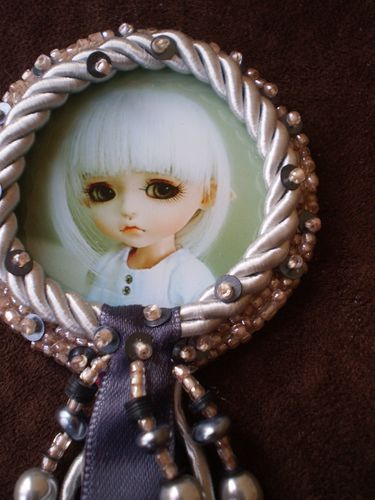 Broche Doll Cheveux Blanc